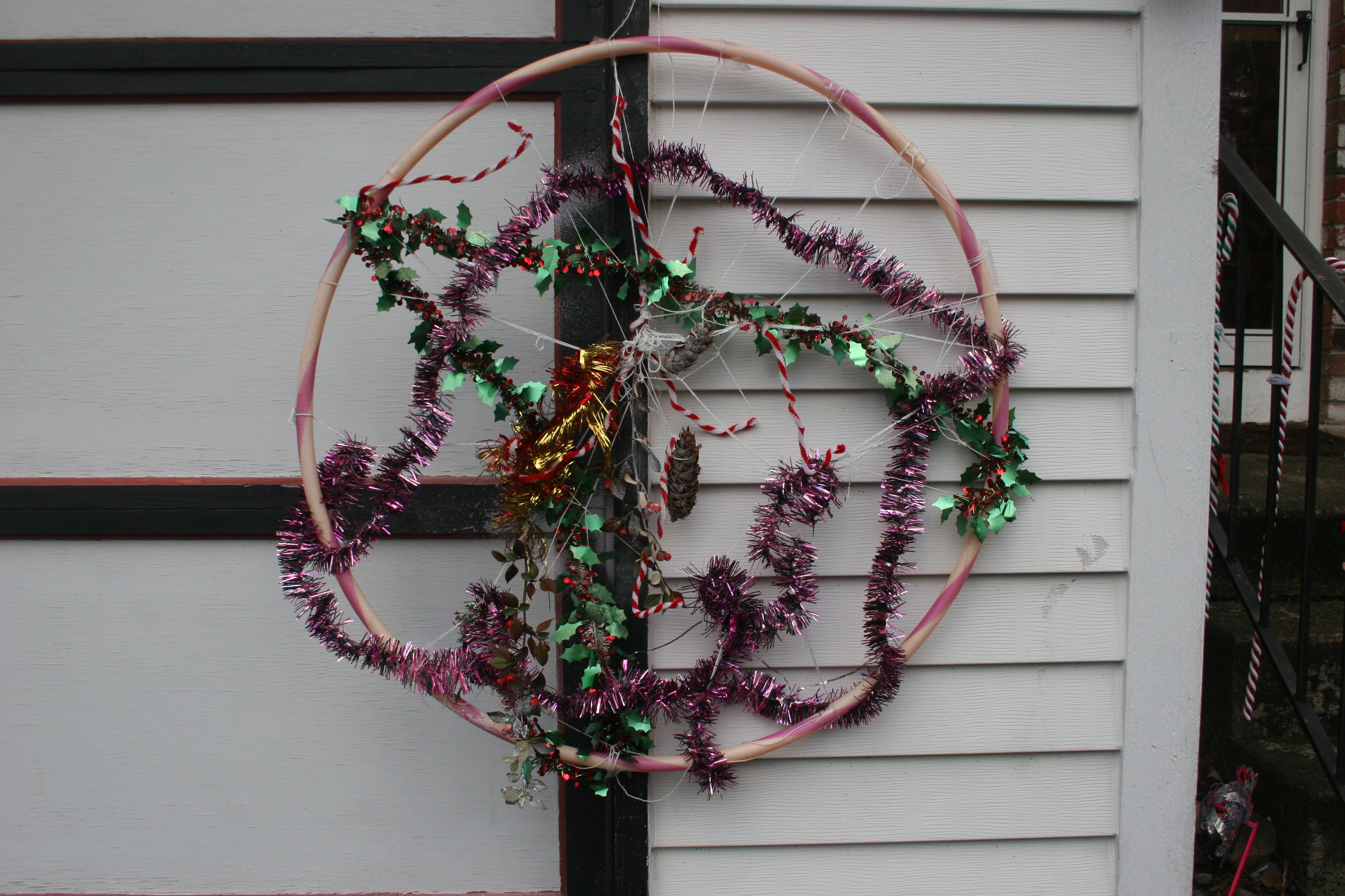 Christmas decorations and crafts to make with young for Hula hoop decorations